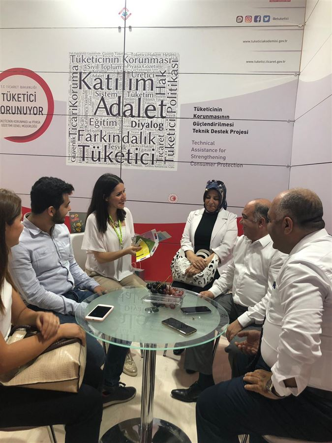 İl müdürümüz Şahin ERSÜ 88. İzmir Enternasyonel Fuarındaki bakanlığımız standını ziyaret etti.